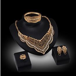 6330d4c39443 Línea para la venta tallado hojas blancas sistemas de la joyería pendientes  collar pulsera de piedras preciosas anillos de 18 quilates de oro joyas de  la ...