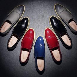 Zapatos ocasionales para hombre con estilo online-2016 moda Noble elegante de cuero genuino tallado Vintage Brogues Shoes Mens Casual Oxfords zapatos hechos a mano con cordones de envío gratis
