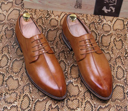 Wholesale New British Vintage Oxford Shoes - NEW Mens Top Designer British Vintage Casual Leather Shoes Pointed Toe Party Patent Wedding Business Shoes red CC569