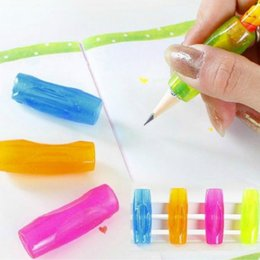 Lápiz lápiz de goma online-Al por mayor-4pcs goma suave Grip Pen Orthotics Topper lápiz agarre práctica herramientas de caligrafía