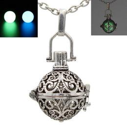 Antique Tibétain Creux Fleur Glow Pendentif Médaillon Wish Box Collier pour Huile Essentielle Parfum Parfum Diffuseur ? partir de fabricateur