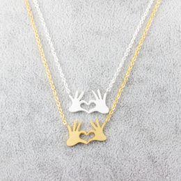 Precioso cuento de acero inoxidable cadena joyería doble mano amor corazón collares colgantes para mujeres oro declaración collar regalo de Navidad desde fabricantes