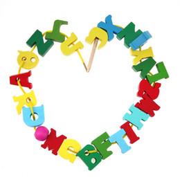 Holzfäden perlen online-26 teile / los Holzbuchstaben Block Besaitung Threading Perlen Lernen Lernspielzeug DIY Spielzeug für Kind