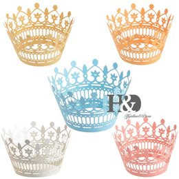 Wholesale Wholesale Laser Cut Cupcake Wrappers - Wholesale- 12PC Five Colors for you Chose Laser Cut Muffin Crown Paper Cupcake Box Wrappers Wraps Cases Wedding hawaiian Party Favors Decor