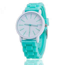 Wholesale Lady Small Watch - Fashion small pure and fresh and GENEVA GENEVA silicone watches lady jelly candy color quartz watches wholesale