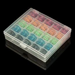 25 sayısı Boş Bobbins Dikiş Makinası Makaralar Dikiş Makinesi için Renkli Plastik Durumda Saklama Kutusu nereden toptan çocuk hırka tedarikçiler