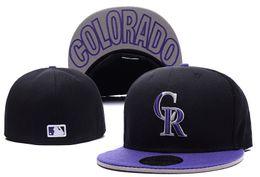 Cappello nero cappello porpora online-2018 Men's Rockies Fitted Black Purple Colour Baseball Hats Flat Brim Squadra sportiva Logo Flat ricamato Tappi completi chiusi Bones economici