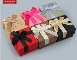 48pcs / lot 5 * 5 * 3.5cm Lin Bijoux en Tissu / Bijoux Collier Bracelets Boucles D'oreilles Anneaux Paquet / Emballage / Emballage / Affichage De La Boîte Affichage Montrant Cas Boîte ? partir de fabricateur