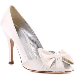 Недорогие белые пятки на носках онлайн-Белый Пип Toe свадебные туфли свадебные аксессуары 2015 ручной работы атласные скольжения ons Chaussures Pour Femmes Chaussures Talon женщины дешевые высокий каблук