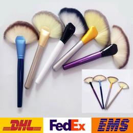 2019 spazzole per trucco del ventilatore Pennelli per trucco 9 Color Pro Fan Shape Makeup Pennelli per cosmetici Blending Highlighter Contour Powder Face Foundation Brushes Strumenti di bellezza WX-B14 spazzole per trucco del ventilatore economici