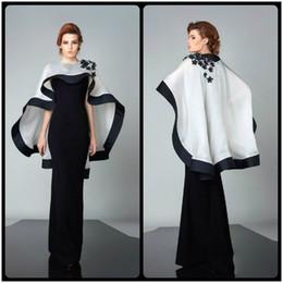 capas de organza Desconto Vestidos de noite preto modestos com vestido de cabo branco abayas Apliques vestidos de celebridades Robe De Soiree longos feitos sob medida para venda