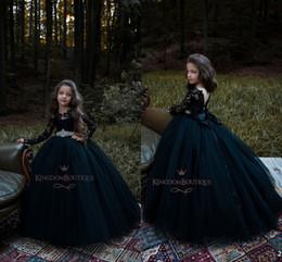 Boules de fleurs noires en Ligne-2019 Princesse Noire Robe De Bal En Tulle Fleur Fille Robes Ras Du Cou En Dentelle Haut À Manches Longues avec Strass Sash Filles Pageant Porter