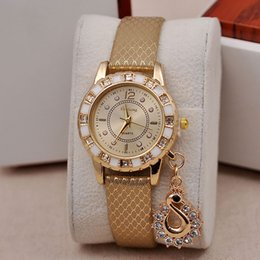 Hot Fashion Lady Dress Orologi Luxury Swan Pendant Wristwatches Quartz Relogio Orologio da donna da orologi di cigno fornitori
