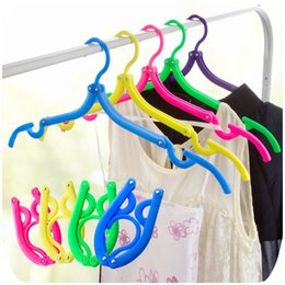 Wholesale Wholesale Plastic Slips For Clothes - travel outdoor portable plastic magic slip hanger folding hangers for clothes cabide para roupa clothes rack candy color LZ0468