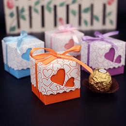 Scatole a forma di cuore imballaggio all'ingrosso online-Wholesale- 10 pezzi Love Heart a forma di decorazione di nozze Bomboniera confezione regalo Piccolo nastro di cioccolato fatto a mano Scatole di imballaggio di carta PB014