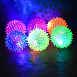 2019 suoni del fischio di cane Puppy Chew Toys Dog Puppy Cat Pet Led Fischio Squeaky Squeaker Chew Sound Ball Giocare Toy Toys Dog Dentizione Dog Balls Pet Rubber Ball sconti suoni del fischio di cane