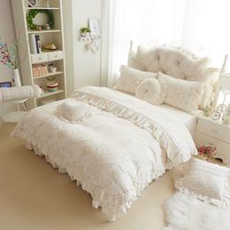 Wholesale Velvet Bedding Sets - Wholesale- Super soft and warm velvet bedding sets princess lace velvet coral fleece bed set with skirt three four piece bedding sets