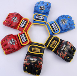 Wholesale Grappling Gloves - 2016 hot sell 2PCS New Sanda Grappling MMA Gloves PU Punching Bag Boxing Gloves W85118 Black White Red Blue W Five Colors Free shipping