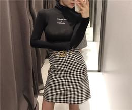 Онлайн женщины в мини юбках