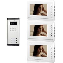 Fios da câmera de vídeo on-line-Xinsilu Apartamento Com Fio de 7 Polegada Telefone video da porta de Áudio Visual Intercom Sistema de Câmera IR Um a Três video porteiro V70F-520C-3