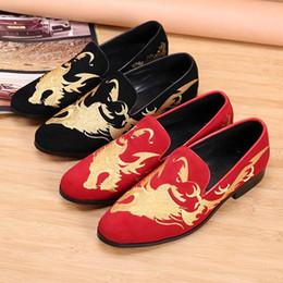Zapatos personalizados de la boda online-Hombre de lujo personalizado zapatillas de ocio rojo dragón bordado patrón de zapatos deslizantes diseñador de moda zapatos de punta redonda zapatos de boda