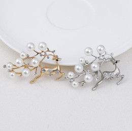 Wholesale Wedding Womens Clothing - Cute Christmas Deer Pearl Brooch Pin Womens Gold Silver Plated Animal Clothes Sweater Brooches Pin Jewellery