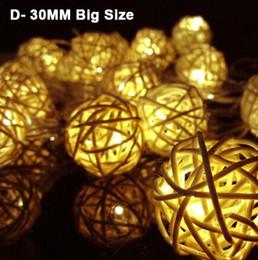 Luces de cadena frescas online-Xmas Lights Lighting 4m 13ft 20 LED String Light 3cm Big Rattan Ball Lampada Warm blanco Cool white RGB Color cambiante Decoración Bulbos CE