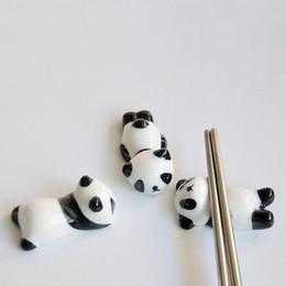 2019 фарфоровая подставка Керамические палочки для еды Panda Подставка-держатель Фарфоровая ложка Вилка для ножей Стойка для отдыха Ресторан Стол для декора стола ZA4982 скидка фарфоровая подставка