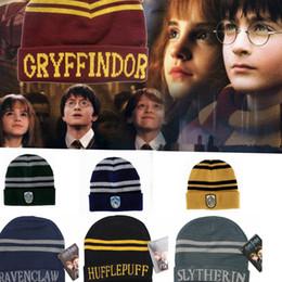Tampão do crânio de ravenclaw on-line-Harry Potter Gorro Grifinória Slytherin Crânio Caps Hufflepuff Ravenclaw Traje Cosplay Caps Listrado Escola Moda Inverno Chapéus KKA2071
