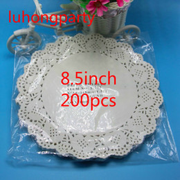 "Wholesale Vintage Decoupage - Wholesale- 200PCS 8.5"" diameter 215mm white paper pads Vintage decoupage napkin Hollowed Lace Paper Crafts paper doyleys Wedding Decoration"