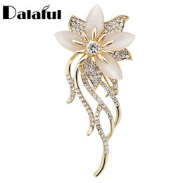 Wholesale Garment Jewelry - Noble Opal Crystal Flower Brooch Pin Garment Accessories Jewelry For Wedding Bridal Fashionable Brooches Z020