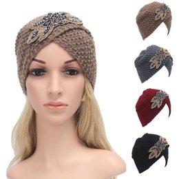 20 UNIDS Moda de Invierno Sombrero de Las Mujeres de Beret Caliente Trenzado Beanie Knit Crochet Turban Sombrero Gorra de Esquí Proteger Niñas desde fabricantes
