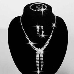 Bijoux de mariage à bas prix strass collier et boucles d'oreilles Set boucles d'oreilles et chaîne de bal Parti bijoux en stock Ensembles de bijoux de mariée ? partir de fabricateur