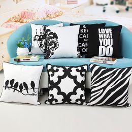 Almohada negra blanca aves online-Venta al por mayor en blanco y negro impresa algodón funda de almohada almohada almohada simulación pájaro geométrico almohada decorativa 45x45 CM