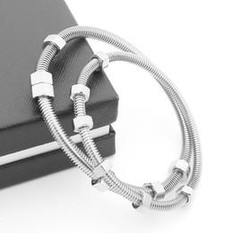 Usine direct 2017 dernière 6 vis bracelet titane acier dames bracelet hommes et femmes couple bracelet de fil ? partir de fabricateur