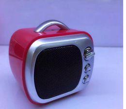 lettore mp3 di ragazzi del mp3 Sconti Mini Altoparlante Bluetooth Carino Retro TV Altoparlanti Wireless portatile Sound Box TF Card MP3 Player Regalo di Natale per bambini Boombox all'aperto