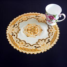 tappeti moderni Sconti Wholesale- 30 cm Modern oro tovagliette in PVC per tavolo tovaglietta piatto pad tazza pentola sottobicchiere da pranzo rotonda pizzo caffè doily stoviglie da tavola