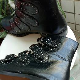 Canada Style de luxe classique européen, bottes femme, bottes Martin, défilé parisien, cuir de couleur pure, face souple, garniture de rivet, garniture de vampire, rubbe Offre