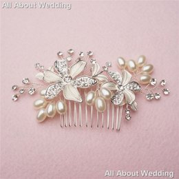 Wholesale Hot Hair Combs - Crystal Pearl Bridal Comb 2017 Hot Sell Wedding Hair Accessories Party Prom Headpieces Jewelry Real photo