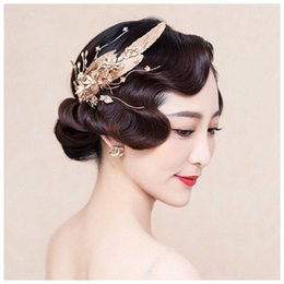 Wholesale Vintage Bridal Hair Comb Feather - Baroque Golden Feather Bridal Headdress Crystal Pearl Wedding Prom Headpiece Vintage Bridal Hair Jewelry Hair Comb Accessories