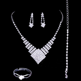 Wholesale Bridal Jewlery Sets - Fashion 2018 Bridal Jewlery Sets Rhinestone Bridal Accessories Necklace Earrings Rings Luxury Wedding Accessories Hot Sale