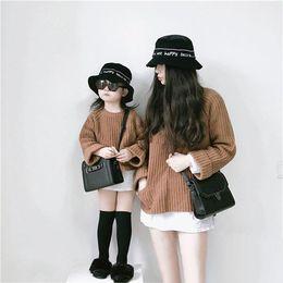 2019 мама дочка соответствия весеннее платье Мать и дочь чистый цвет пуловер Осень Зима мать сын двойные карманы утолщение вязание свитер семьи все подобранные одежды