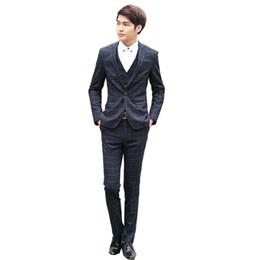 Piezas de esmoquin masculino diseños online-Al por mayor-2016 caliente venta Coat + Pant + chaleco diseños 3 piezas de los hombres del traje de boda del novio conjunto solo Breasted Blazer hombres trajes de negocios Tuxedo masculino