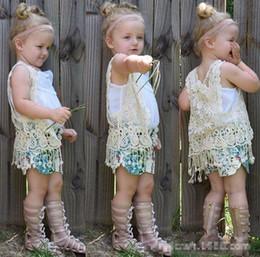 INS baby girl floreale crochet vest bambini all'uncinetto scialle lavorato a maglia scialle cardigan cappotto cardigan top poncho carino nappe frange gilet cheap floral hollow lace crochet da crochet cavallino floreale fornitori
