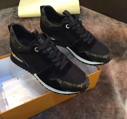 Wholesale Men Black White Dress Shoes - [Original box] Real leather black and white casual shoes 2017 new fashion luxury brand senior handmade men's leisure sports shoes size 38~45