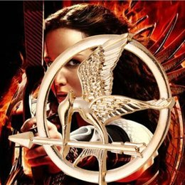 Wholesale Hunger Games Figures - vintage The Hunger Games children Embossed mockingbird Bird Brooches Roc Mirs eagle dangling arrow Brooch pins Hawk Corsage thorn 2017 xz006