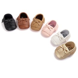 Wholesale Synthetic Fringe - New arrival Newborn Baby Shoes First Walkers Infant Toddler PU bows Fringe Baby Girls Moccasins Soft Moccs Shoes tollder kids Footwear A9535