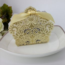 Wholesale Christmas Stocking Holders Wholesale - Luxury Gold Wedding Favor Boxes 2016 Ribbon Bows Cheap 100 Pieces Stock Candy Party Boxes Favor Box Wedding Supplies Favor Holders
