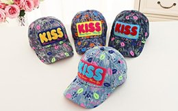 Wholesale Kissing Paintings - The new European and American fashion cartoon cute boys and girls street stage painted duck KISS cowboy baseball cap