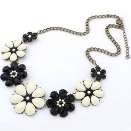 Wholesale Statement Bubble Necklace Flowers - Wholesale-Resin Flower Bubble Bib Statement Necklace Pendant Women Choker Necklaces Summer Style Jewelry for Gift Party